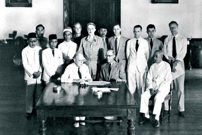 Rajah Vyner Brooke signing the Instrument of Cession at the Astana, Kuching, May 1946.